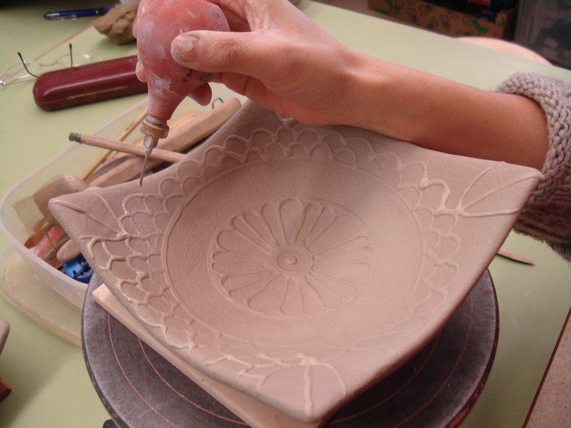 T cnicas decorativas con engobes cer mica san telmo for Tecnicas para esmaltar ceramica