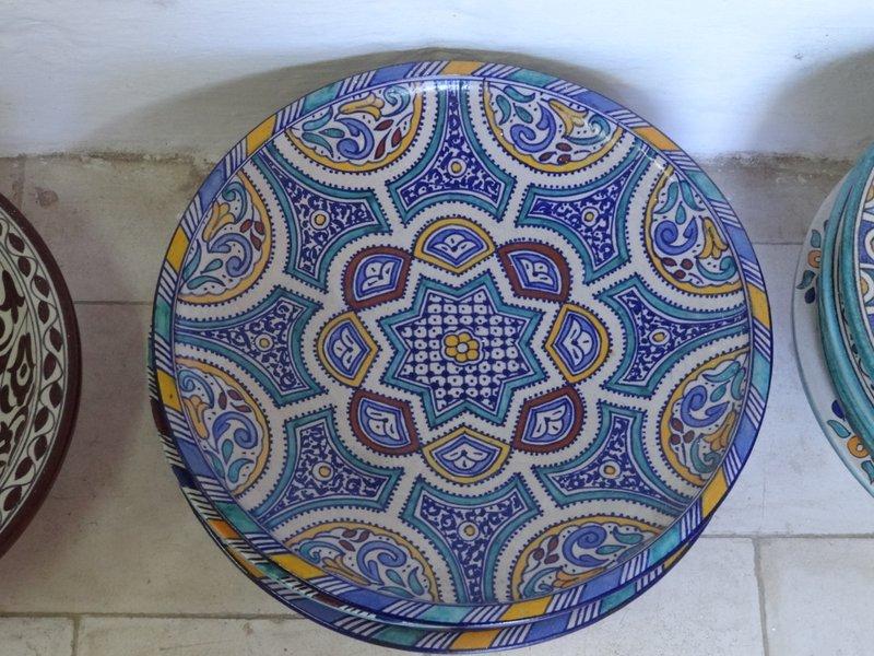 Cer mica de marruecos alfarer a tradicional de fez y safi cer mica san telmo - Platos ceramica colores ...
